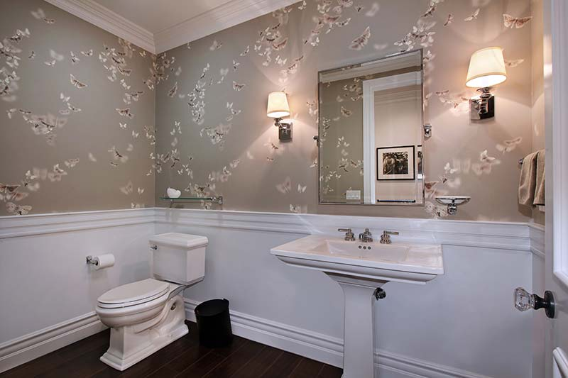 Patterned wallpaper with butterflies in a large WC