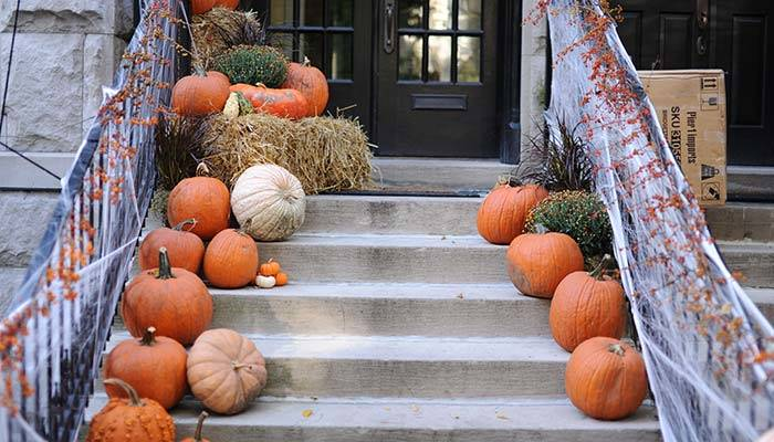 How to upcycle trash into spooky Halloween decorations