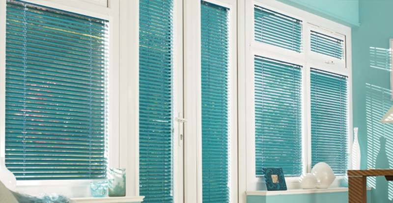 A blue Perfect Fit Venetian blind in a Conservatory